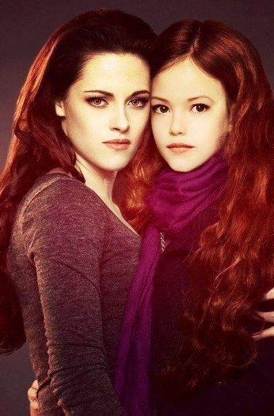I love that they essentially morphed Mackenzie Foy with Kristen Stewart to get what Mackenzie would grow up to be if she were really Kristen's daughter.