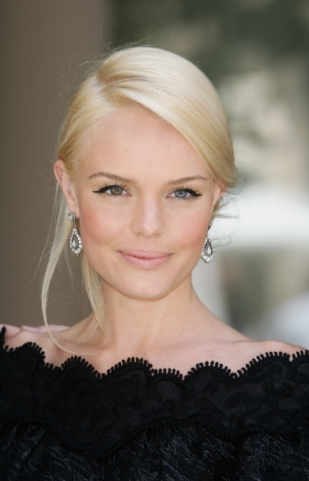 Kate Bosworth – Right eye partial brown/blue, Left eye blue .... It looks pretty cool, especially with her eyes being light blue!