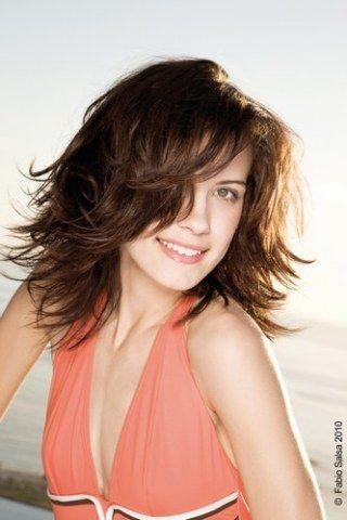Cheveux lisses, dégradés sur les longueurs : une coupe ultra pratique et facile à porter !© Fabio Salsa 2011