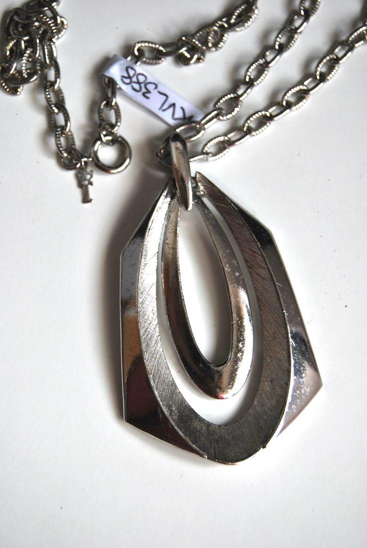Trifari necklace. Collana con pendente Trifari anni 50 USA