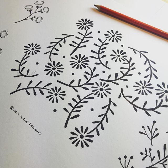 My first week back after the New Year has been extremely hectic as I've been prepping for various design shows while also juggling new and exciting freelance work. I love the variation of project briefs I get to work on like these delicate floral sketches for a mid century modern inspired print - #floral #flowers #midcenturymodern #midcentury #sketch #drawing #doodle #linedrawing #sketchbook #illustration #illustrator #surfacedesign #surfacepattern #designer #freelance #freelancedesigner…