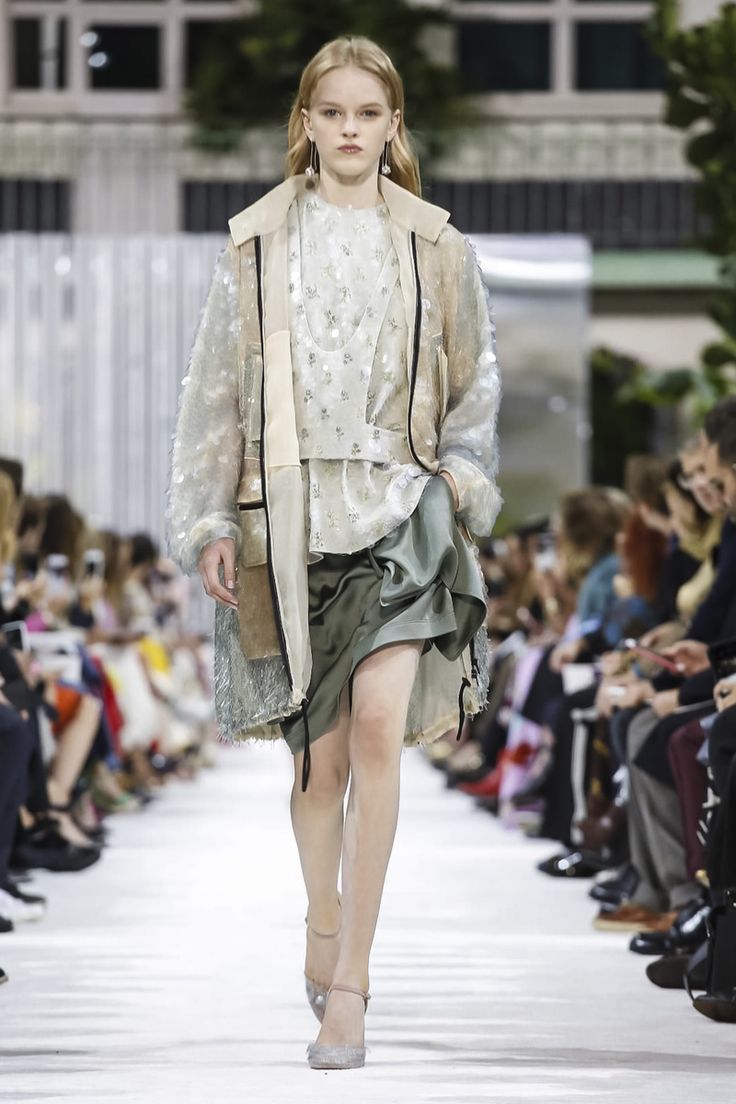 Not my favourite collection from Valentino but I could definitely see myself in this outfit #ss18 #pfw