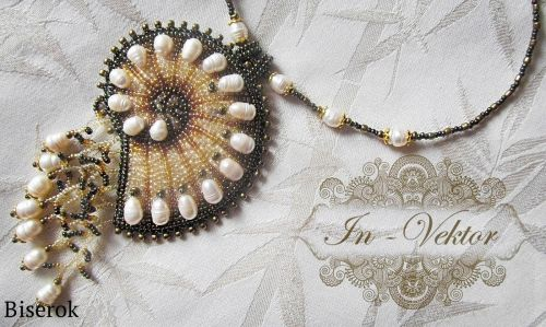 Master class - Bead Embroidery.  Beautiful drawings and detailed pictures of the process (Translate).  ~ Seed Bead Tutorials