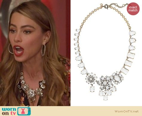 Gloria's crystal flower necklace on Modern Family. Outfit Details: http://wornontv.net/20267 #ModernFamily #ABC #JCrew