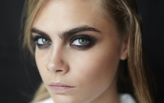 The Perfectly Imperfect Smoky Eye: Urban Decay Naked Smoky Palette Swatches and Makeup Look
