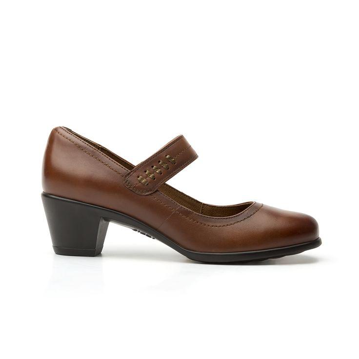 Línea clásica de semi vestir con un cómodo tacón ancho de media altura. consta de cinco estilos: de mocasín, botín corto, maryjane y botín. los tonos son los clásicos y combinables. toda la línea incorpora sistema de mejor agarre en suela para mayor seguridad.