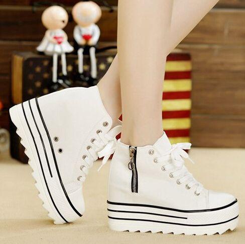 hermosos zapatos de plataforma blancos