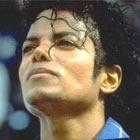 Michael Jackson    Michael Joseph Jackson (1958-2009) fue un cantante, compositor y bailarín estadounidense de música pop, con elementos de otros subgéneros como el rhythm & blues (soul y funk), disco y dance. Es considerado el Rey del Pop. Es el artista que más álbumes ha vendido en la historia de la música y se le acredita el haber popularizado los videoclips musicales.