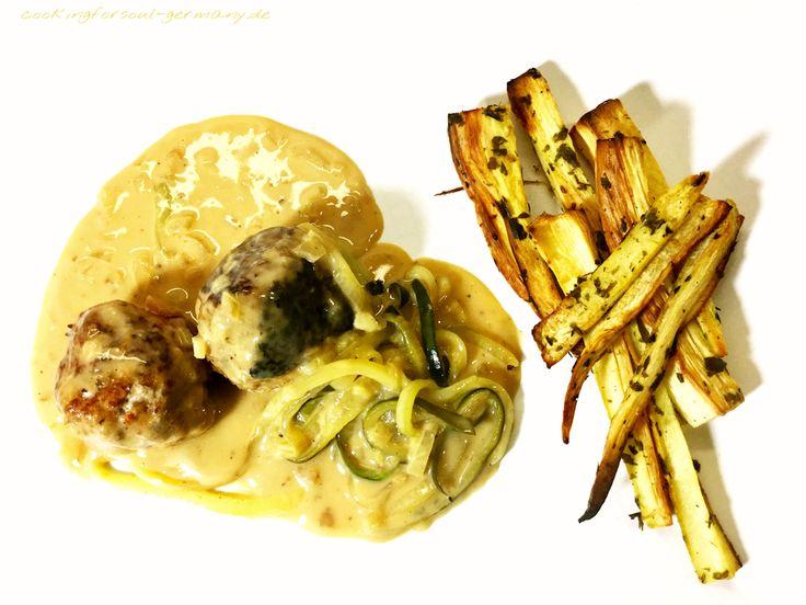 Pastinaken-Petersilienwurzel-Pommes mit Tatar-Bällchen und Zucchini-Spaghetti mit einer leichten Sahnesoße. Low-Carb Rezept mit Nährwerten