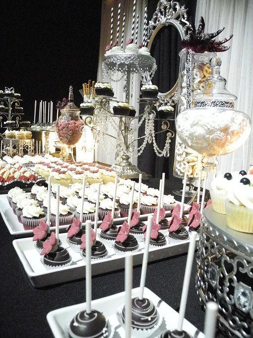 Table sucrée thématique Gala chic!   perles & cristaux   cakepops, cupcakes, bretzels trempés dans le chocolat   Farine et Chocolat   Corporatif