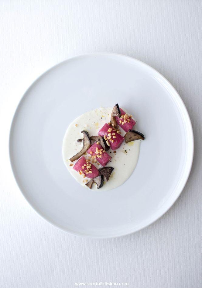 Spadellatissima!: Gnocchi senza glutine di barbabietola con crema di Parmigiano Reggiano, cardoncelli e nocciole