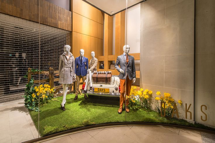 Daks | Summer by Millington Associates | #windowdisplay #vm #retail #picknick |  thema is zomer, maar narcissen zijn toch echt lentebloemen.