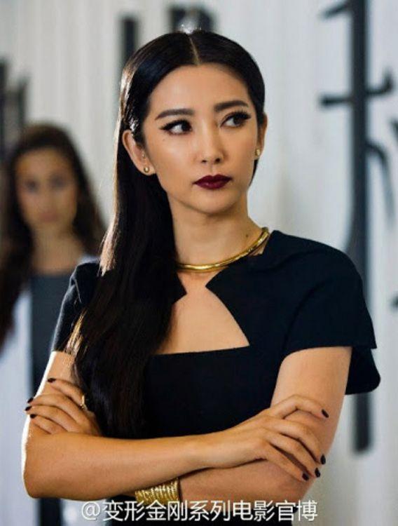 Su Yueming (as Li BingBing) in Transformers 4 movie: black dress - identified