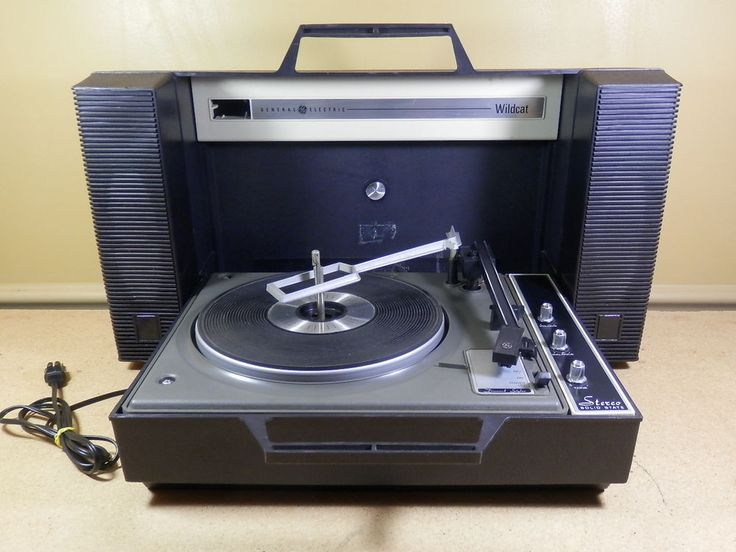 Vintage GE Wildcat V936 Portable Record Player Turntable General Electric -WORKS #GE