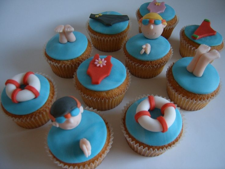 We love these swimming-pool-themed cupcakes - We suggest ...