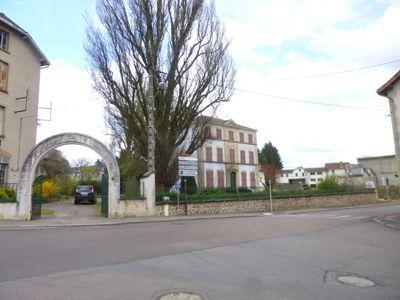 entrée de la maison à louer pour chambres d'hôtes à Chauffailles en Saône-et-Loire