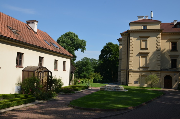 In the spring of 1998, one of the Villa's outbuildings, Łaski House, named after one of the friends of Justus Decius, was opened after a thorough renovation. There are ten comfortably furnished rooms which are used by Villa Decius Association's grantees and guests.