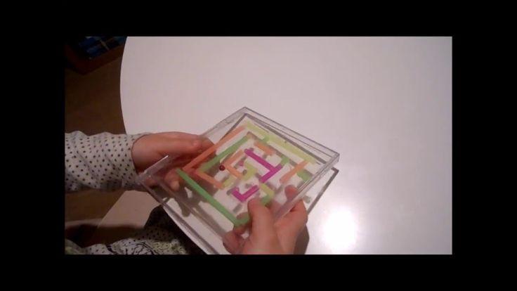[DIY] Jeu de labyrinthe - Activité pour enfants - Construction d'un jeu de labyrinthe avec un boîtier de CD et des pailles ! Un bricolage qui plaira aux enfants créatifs !