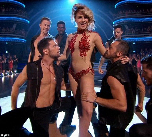 Julianne Hough goes from DWTS judging table to dance floor ...