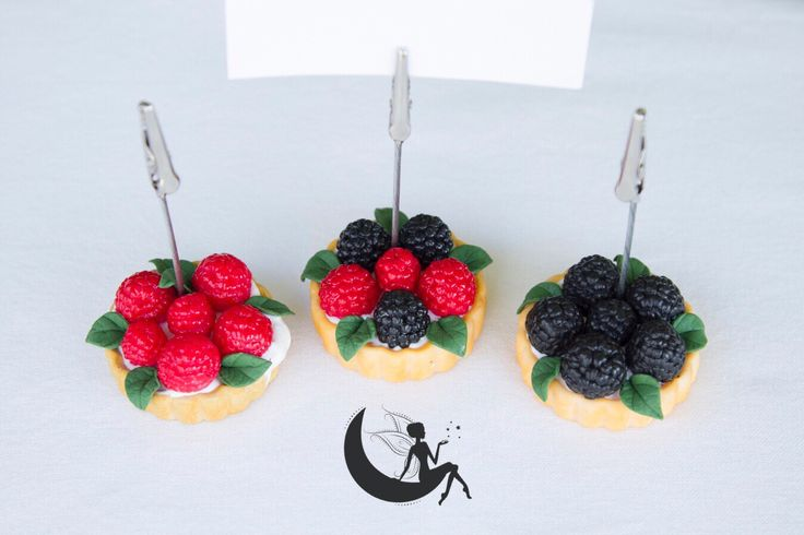 Polymer clay place cards with fruits: raspberries, blackberries