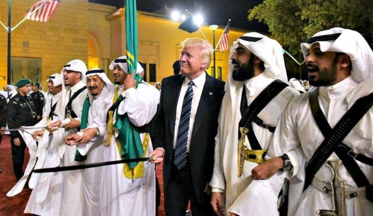 «Χορός των σπαθιών» για την ομάδα Τραμπ στη Σαουδική Αραβία (βίντεο)