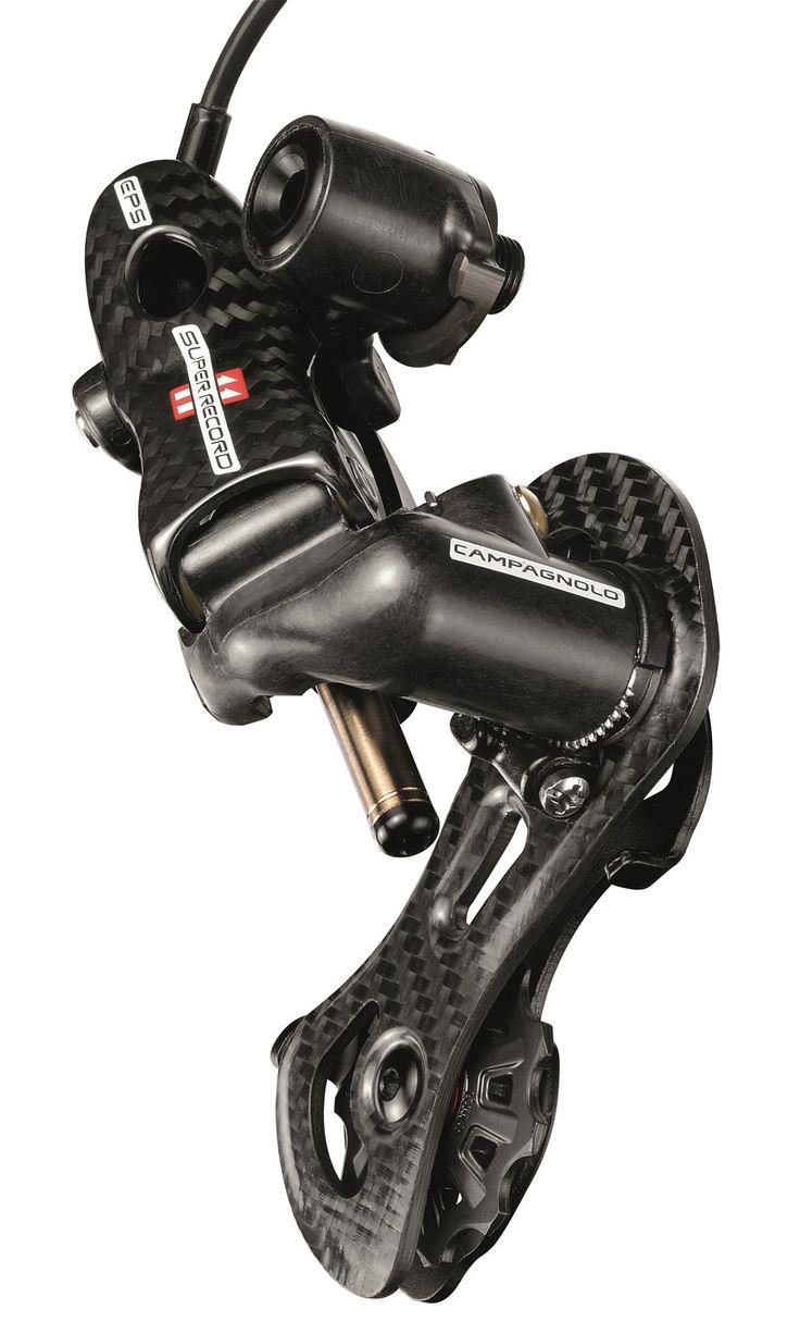 #Camagnolo Super Record EPS  El modelo superior de la gama de cambios electrónicos del líder en componentes de ciclismo de carretera, Campagnolo.  La máxima rapidez, precisión milimétrica, eficiencia o poder cambiar 10 piñones a la vez son sólo algunas de las características que se le pueden exigir a un cambio de este nivel, y que como esperamos, cumple con total solvencia.   http://www.bikingpoint.es/cambio-campagnolo-super-record-11v-eps.html