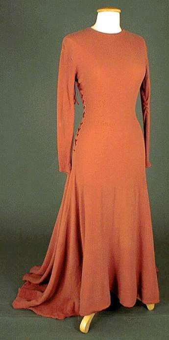 Moyen age roman, Le costume féminin au V-XIIIème siècle
