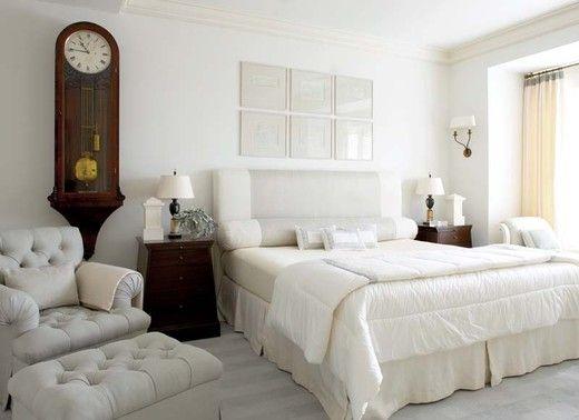 Греческие мотивы. Спальня в белом цвете #home #decor #bed #art #clocks #white http://www.myhome.ru/idea/interior/7656#r_14646