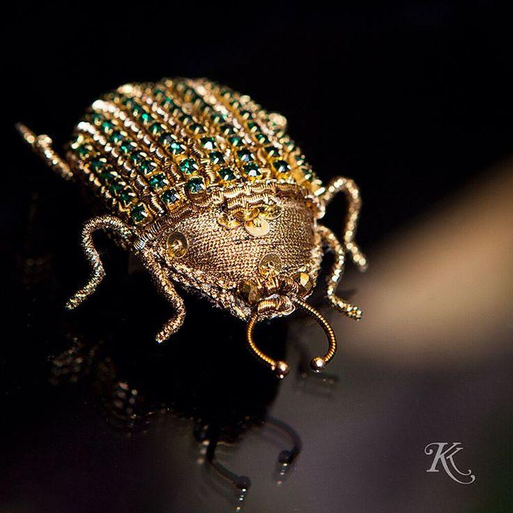 152 отметок «Нравится», 2 комментариев — Авторская вышивка (@korobkoksenia) в Instagram: «Представляю вашему вниманию мою небольшую коллекцию шестилапых брошечек. Увлеклась я насекомыми не…»