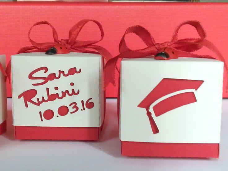 Scatolina portaconfetti realizzata per una laurea.