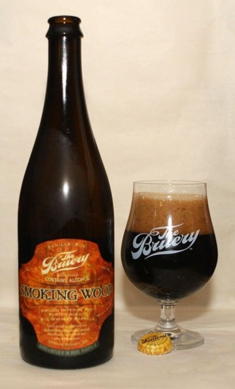 Cerveja Smoking Wood Rye Barrel Aged, estilo Wood Aged Beer, produzida por The Bruery, Estados Unidos. 13% ABV de álcool.