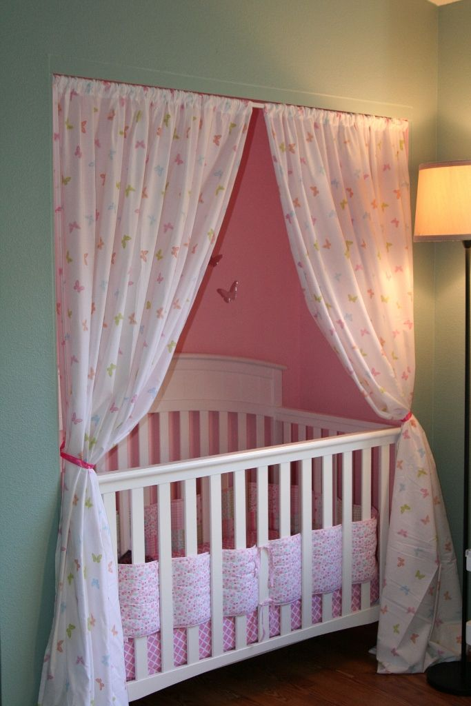 Crib in the closet! Can you imagine how much space this would save? & not to mention it is adorable. Awesome idea :)