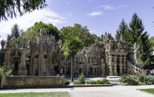 C'est à l'occasion d'un week-end en Ardèche que j'ai découvert le palais idéal du facteur Cheval. Une merveille d'imagination construite en 30 ans par Ferdinand Cheval, à la seule force de ses bras et avec sa fidèle brouette comme seule aide. Impressionnant!