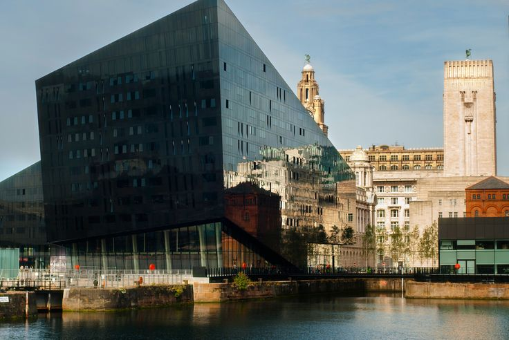 Liverpool. Scene of the Canning Dock. Modern architecture and traditional architecture. Mixed and reflected. https://500px.com/katko