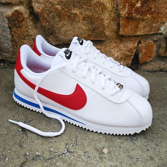 new arrival bc754 646ca Pin by Samantha Martinez on Shoes in 2019 | Nike cortez ...