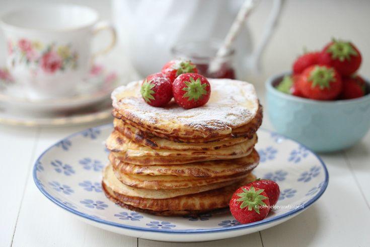 Ik heb nu al wat pancake recepten met jullie gedeeld hier op de blog, maar het recept van de yoghurt pancakes hadden jullie nog van mij tegoed. Het beslag van de pancakes is dikker dan de Hollandse…
