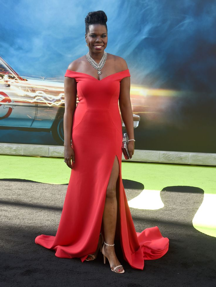 """Leslie Jones Slays In Christian Siriano Gown At """"Ghostbusters"""" Premiere"""