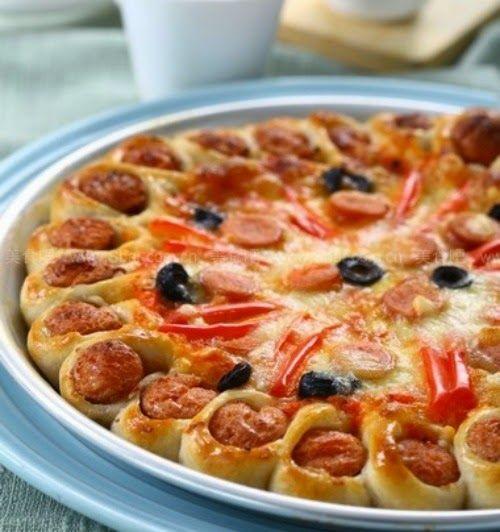Συνταγές για μικρά και για.....μεγάλα παιδιά: Λαχταριστές Νοστιμιές-Λουκανικόπιτσα