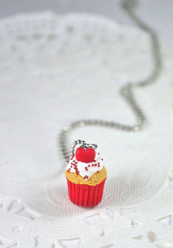 Bijou valentine, idée cadeau St-valentin, petit collier cupcake, idéal pour un enfant, création en polymère, bijou gourmand, cupcake Fimo