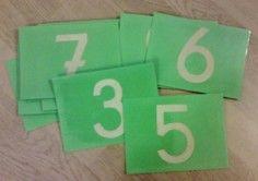Des ateliers Montessori : les lettres rugueuses et les chiffres rugueux Fofy à l'école