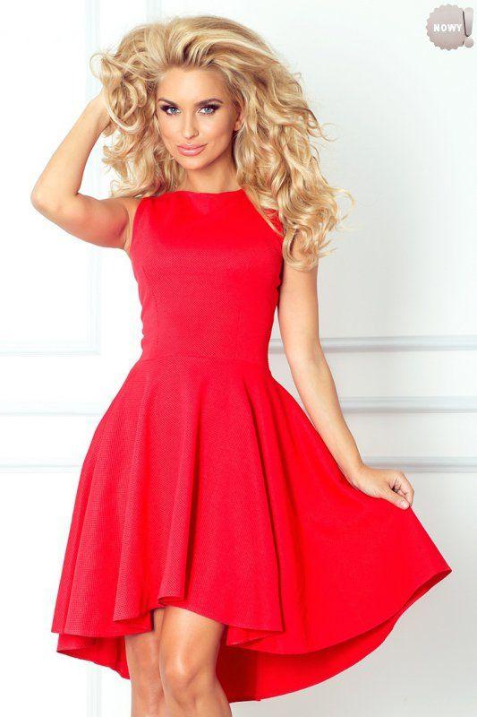 Czerwona, ekskluzywna sukienka rozkloszowana, uszyta z wysokiej jakości materiału Lacosta, z modnym dłuższym tyłem. #lato #sukienka #trendy #kobieta #czerwona