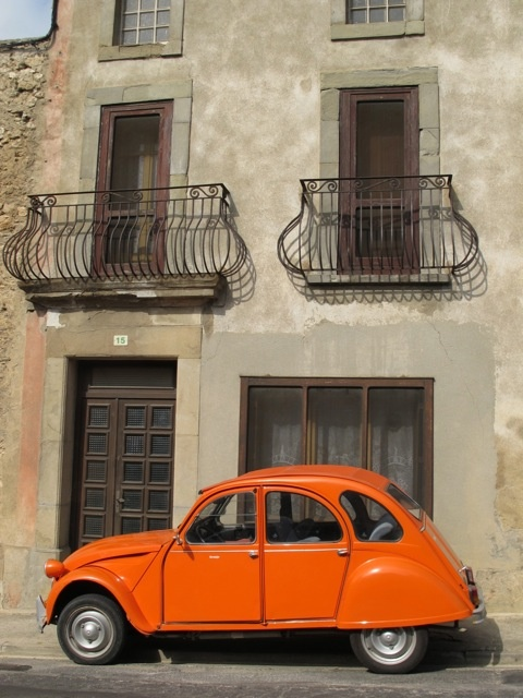 Orange Citroen 2CV (http://thevigneronswife.wordpress.com/2012/11/08/orange/)