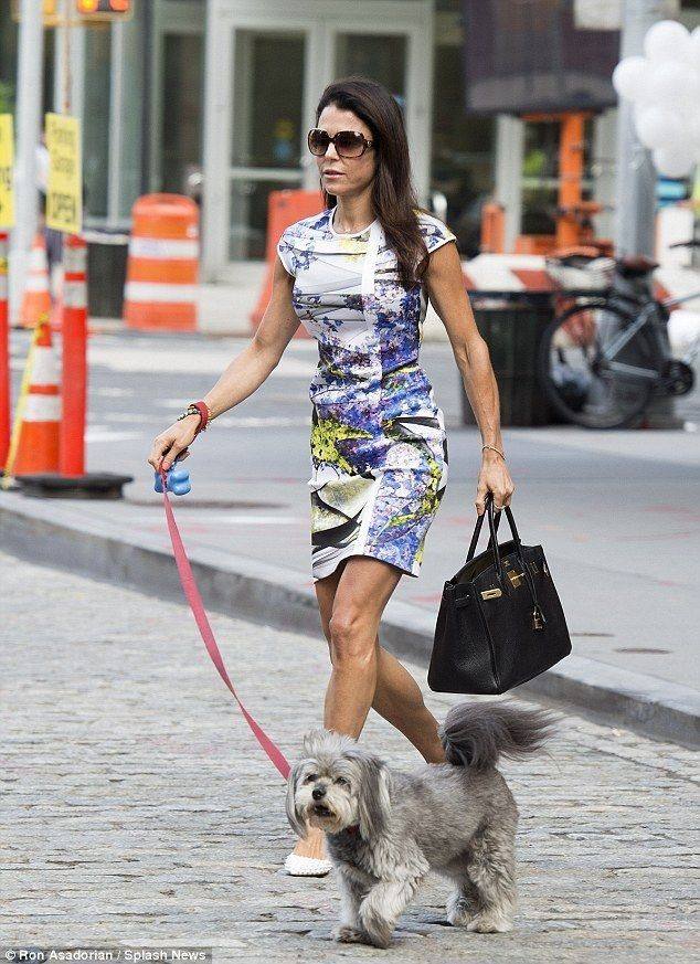 Newly divorced Bethenny Frankel walks beloved dog Cookie in NYC - Celebrity Fashion Trends