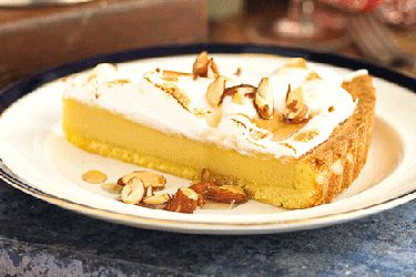 Caramel meringue tart