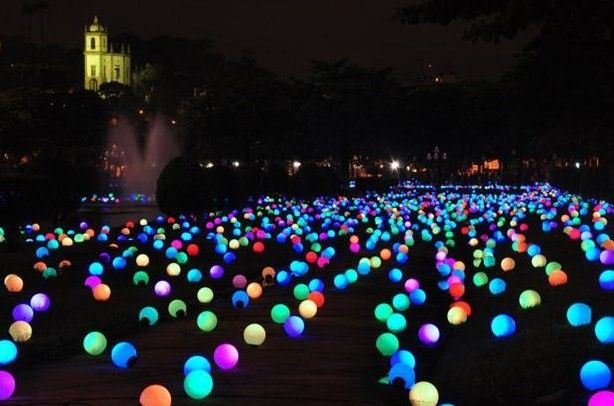 Outdoor summer party idea - put glow sticks inside a balloon and