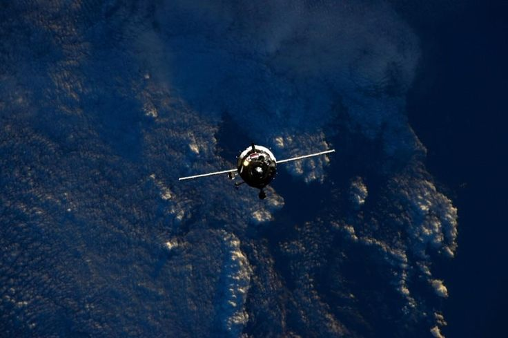 #Soyuz spacecraft approaching #ISS yesterday as seen by #AstroButch - three new crew mates welcomed home.