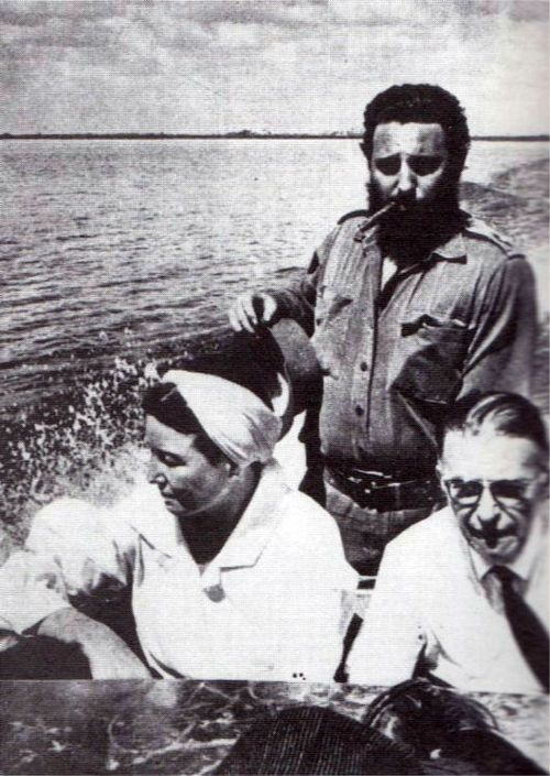 Simone de Beauvoir and Jean-Paul Sartre with Fidel Castro during their visit to Cuba in 1960........reépinglé par Maurie Daboux웃