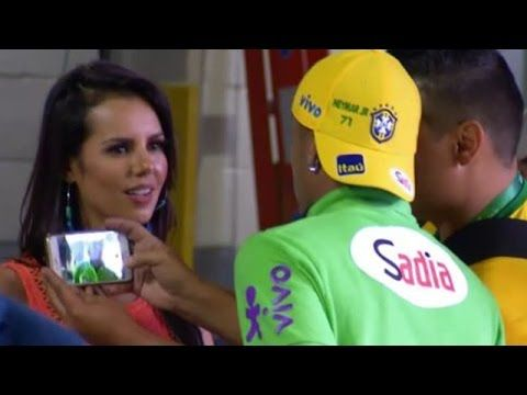 VIDEO: Sensual mujer ve a Neymar, se acerca a él y reacciona así   ¡Qué suerte tienen algunos!   '90min'