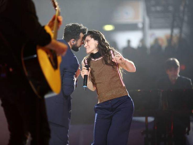 Video duetto Marco Mengoni ed Elisa omaggio a David Bowie alla Festa di radio Deejay