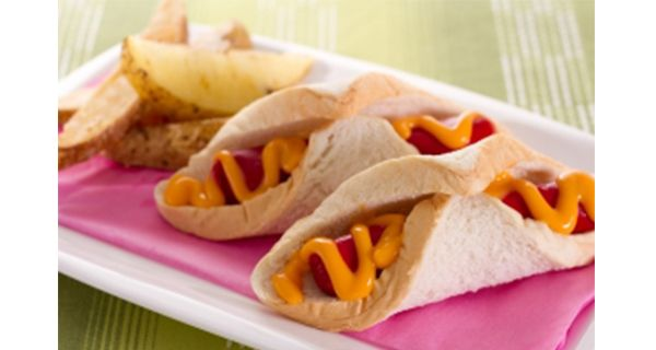 Cheese and Hotdog Roll | Del Monte Philippines http://www.delmonte.ph/kitchenomics/recipe/cheese-and-hotdog-roll